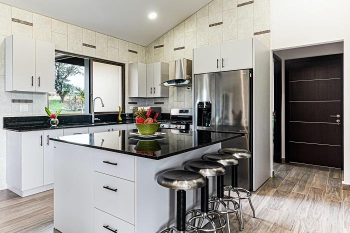 Kuchyna s ostrovcekom do veľkého domu